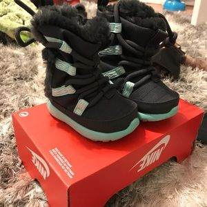 Nike Shoes - Nike Roshe infant snow boots